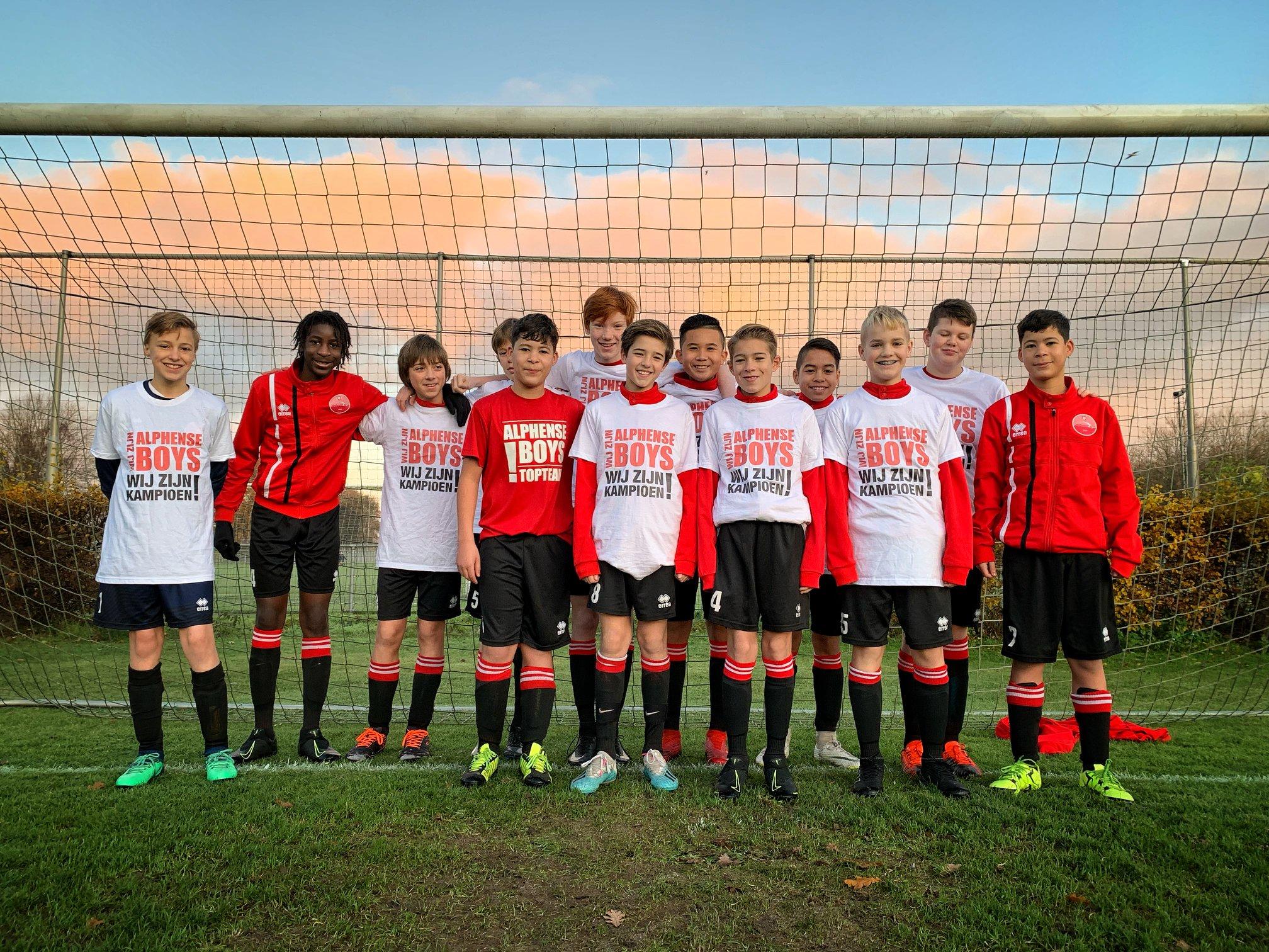 Alphense Boys JO14-3 weer kampioen!