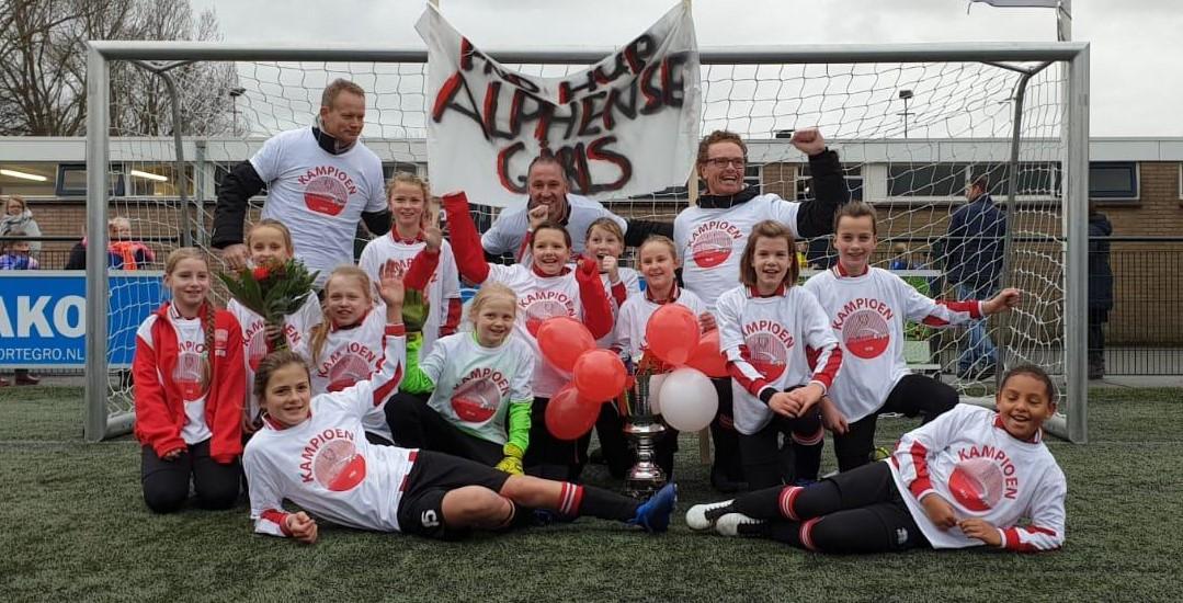 De meiden van Alphense Boys M11-1 zijn kampioen!
